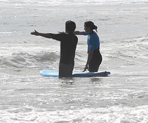 Surf Lessons Tips and Clues on how to catch the wave